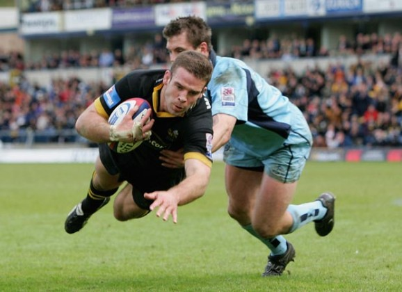 Joe Worsley dives over to score against Worcester