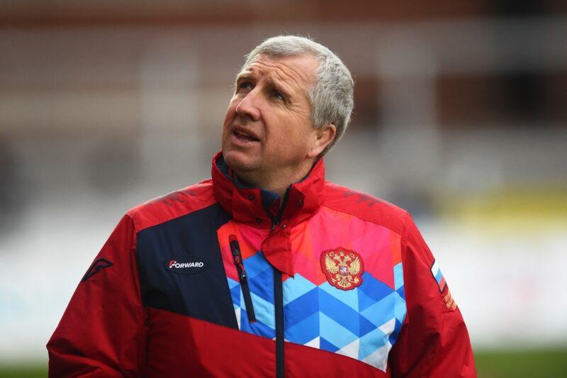 Russia head coach Lyn Jones