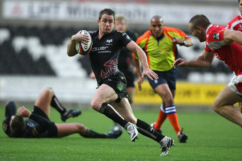 Shane Williams in action for the Ospreys