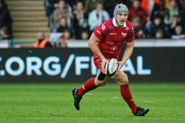 Scarlets talisman Jon Davies nearing return from knee issue