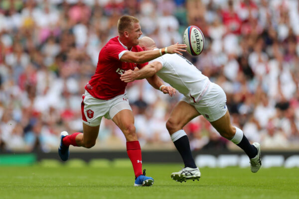 More misfortune hits Wales star Gareth Anscombe in recovery from knee injury