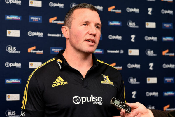 Ex-Leicester Tigers head coach Aaron Mauger leaves Highlanders