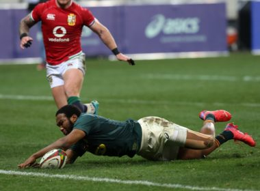 Lukhanyo Am scores for the Springboks in the second Test